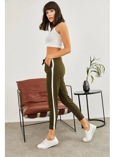 Sortee Kadın Yanı Şeritli Beli Lastikli Crep Pantolon Haki